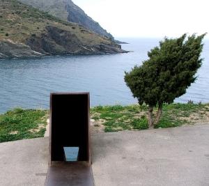 costa-brava-portbou-monument-walter-benjamin-tunel